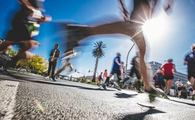 Na rynku znajdziemy wiele przydatnych gadżetów, które miłośnikom biegania pozwolą usprawnić i uprzyjemnić codzienne treningi /materiały promocyjne