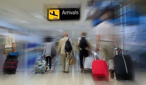 Na rządowy priorytet walki z bezrobociem Polacy reagują emigracją /©123RF/PICSEL