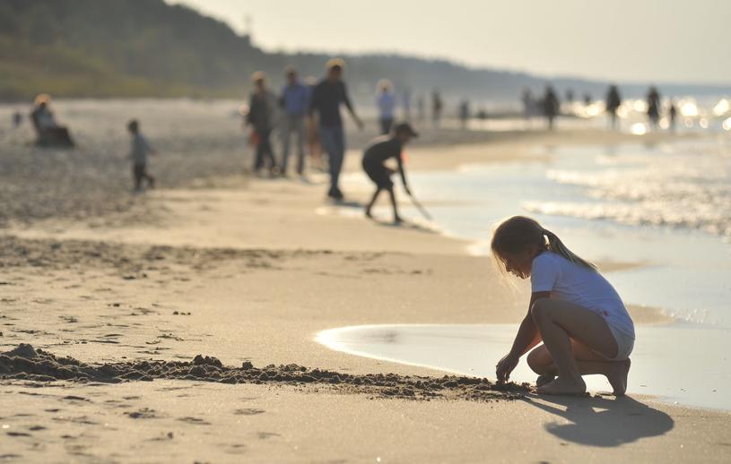 Na rzesze turystów czekają szerokie, piaszczyste plaże /Lech Gawuc /Reporter