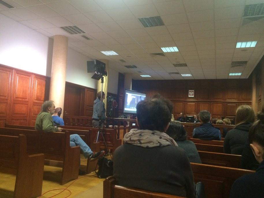 Na sali rozpraw odtwarzany jest film z wizji lokalnej /Michał Dobrołowicz /RMF FM