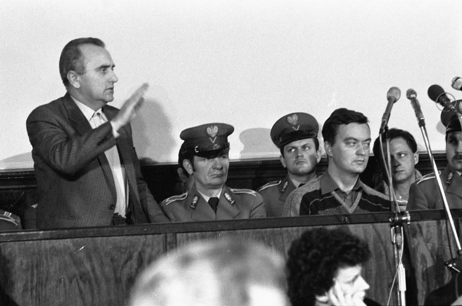 Na sali rozpraw zeznaje Adam Pietruszka. Obok siedzi Grzegorz Piotrowski /Teodor Walczak /PAP