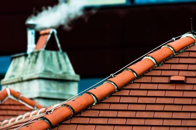 Na Śląsku ruszyły testy drona pomagającego wykryć palących plastikami /©123RF/PICSEL