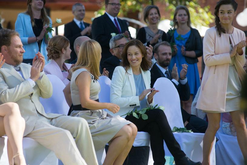 Na ślub Elżbiety i Krzysztofa przyjdą wszyscy starzy znajomi, także Alicja (Magdalena Różczka). /x-news/ Piotr Litwic /TVN