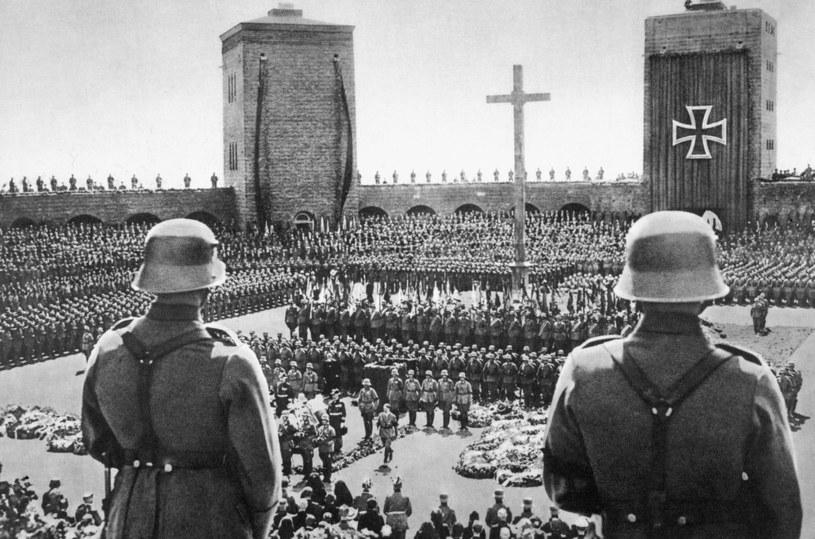 Na śmierci Paula von Hindenburga zyskał Adolf Hitler /Heritage Images /Getty Images