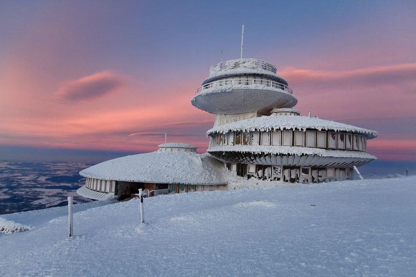 Na Śnieżce o tej porze roku tyle śniegu nie obserwowano od 70 lat /Facebook.com/IMGW-PIB Śnieżka/Piotr Krzaczkowski  /