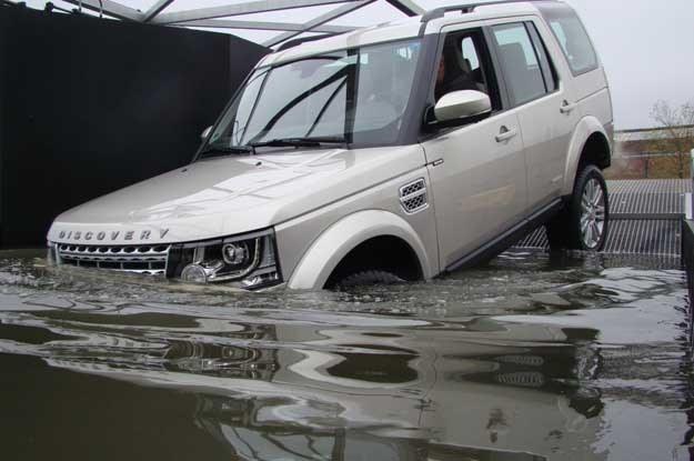 Na specjalnym torze przeszkód sprawdzamy zdolności terenowe współczesnego Land Rovera Discovery /INTERIA.PL