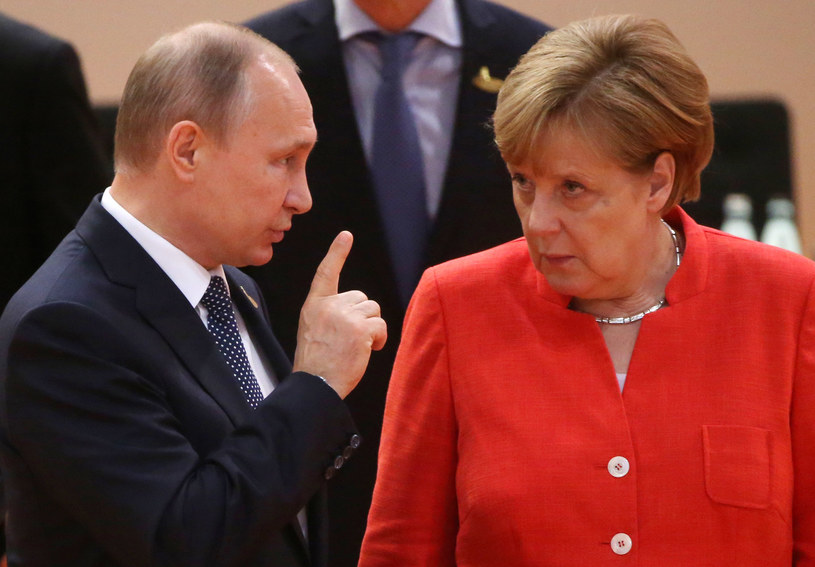 Na spotkania z przywódcami państw Angela Merkel często wybierała czerwone stylizacje /Getty Images
