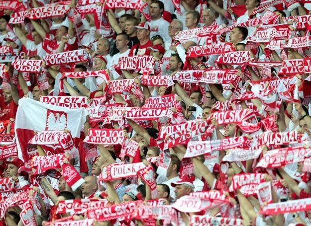 """Na stadionach króluje śpiew """"Polska! Biało-czerwoni!"""" - fot. Jan Kucharzyk /East News"""