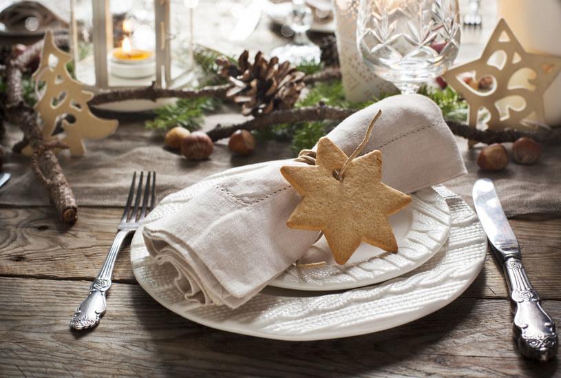 Na świątecznym stole nie może zabraknąć serwetek czy serwet /123RF/PICSEL