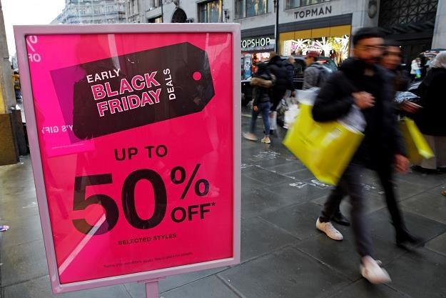 Na świecie atrakcyjny Black Friday /AFP
