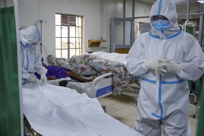 Na świecie odnotowano do tej pory ponad 213 mln zakażeń koronawirusem i ponad 4,4 mln zgonów /AP/Associated Press /East News