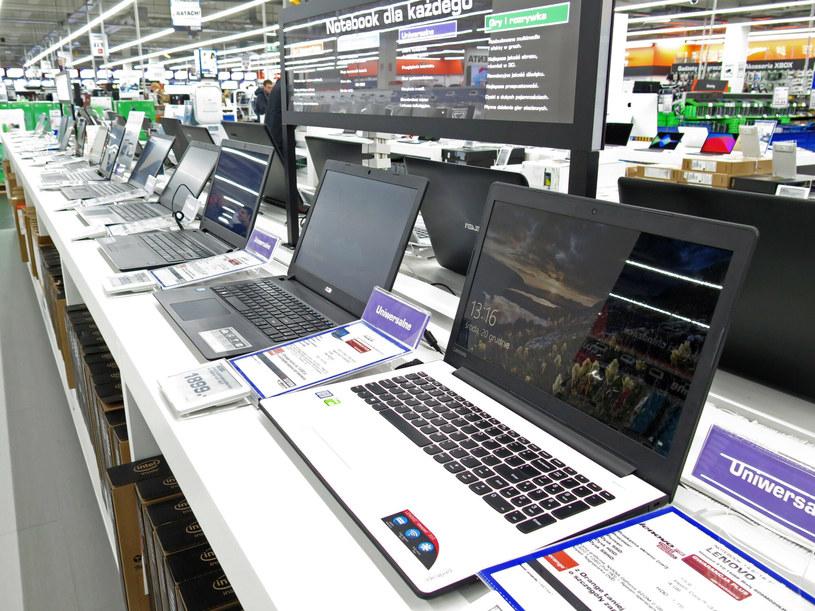Na świecie, w 2020 r. kupiono ponad 300 milionów komputerów. /Adrian Slazok/ /Reporter