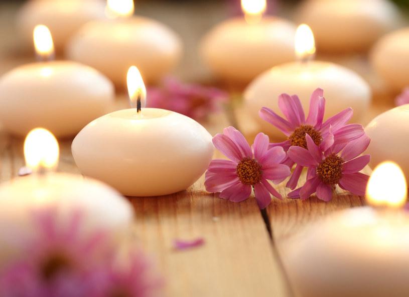 Na świeczki zapachowe lepiej uważać /123RF/PICSEL