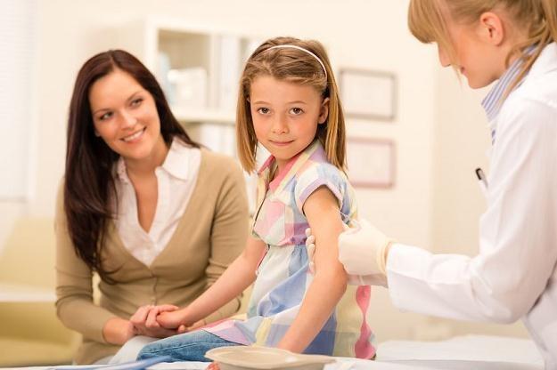 Na szczepienie dziecka pracownik ma dostać nawet kilka dni płatnego zwolnienia od pracy /123RF/PICSEL