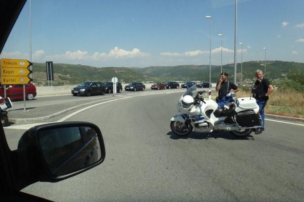 Na szczęście decyzję podjęła za nas chorwacka policja, blokując skręt na Kastel /INTERIA.PL