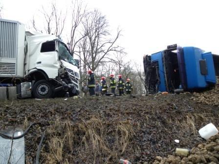 Na szczęście obaj kierowcy przeżyli zderzenie /KWP Poznań