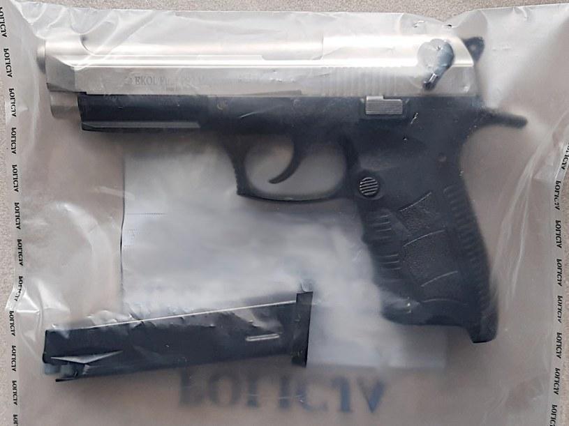 Na szczęście w pistolecie była amunicja hukowa /Policja