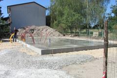 Na tej betonowej płycie stanie dom pana Grzegorza