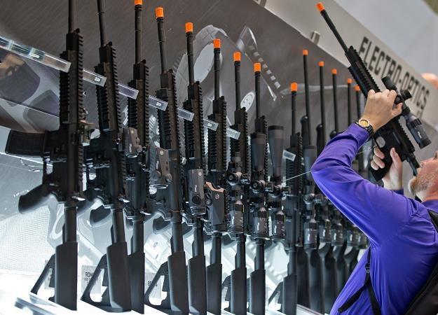 Na terenach Messezentrum w Norymberdze odbywają się światowe targi broni /EPA