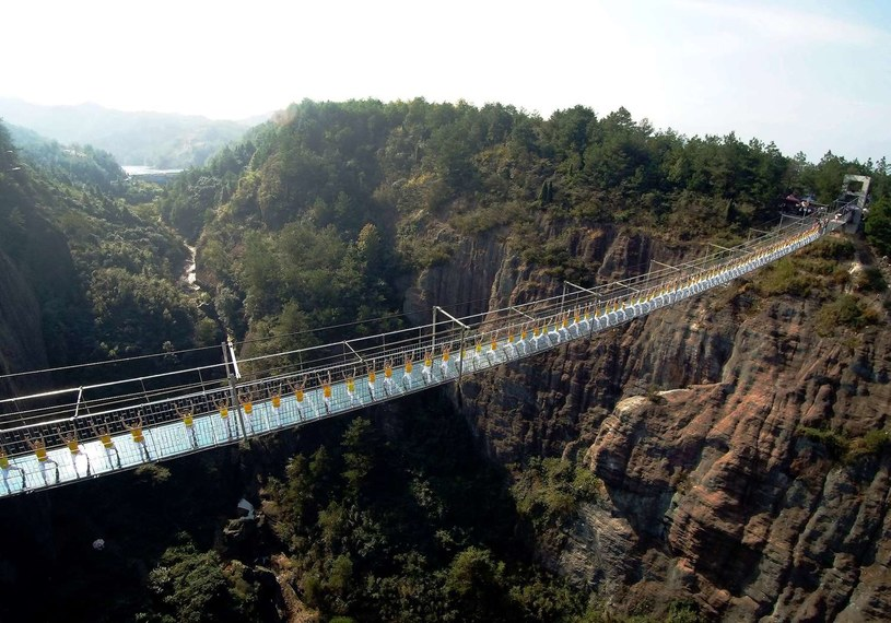 Na tle gór most prezentuje się przepięknie /AFP