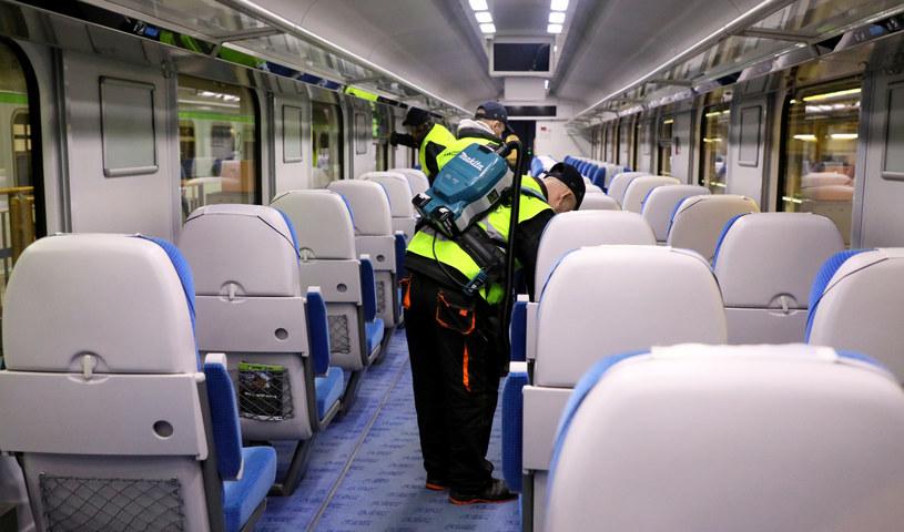 Na tory wracają pociągi, bilety sprzedawane są na połowę miejsc (zdj. ilustracyjne) / Jakub Kamiński    /Agencja SE/East News