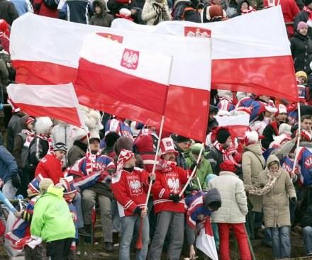 Na turniejach w Zakopanem panuje zawsze świetna atmosfera. /AFP