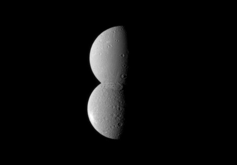 Na tym zdjęciu Rhea i Dione wyglądają jakby były na stałe złączone /NASA