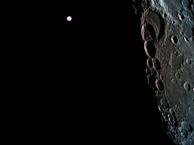 Na tym zdjęciu wykonanym 4 kwietnia 2019 roku podczas menewru wejścia na orbitę Księżyca, widać w tle Ziemię / © SpaceIL/Eliran Avital /Materiały prasowe