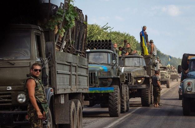 """Na Ukrainę """"miała wejść humanitarna kolumna z wojskami pokojowymi, by sprowokować konflikt na pełną skalę"""" /ROMAN PILIPEY /PAP/EPA"""