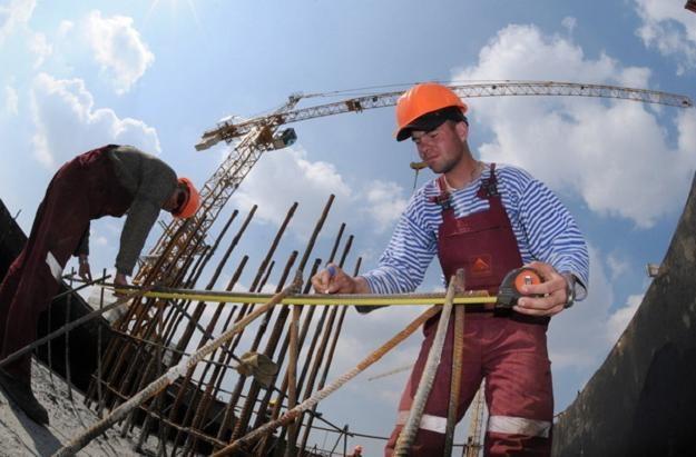 Na Ukrainie nie powstaną nowe dorogi na Euro 2012. /AFP