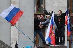Na Ukrainie tysiące ludzi pod rosyjskimi flagami