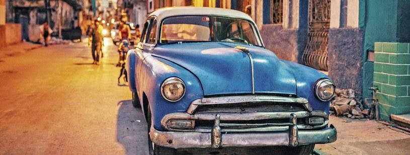 Na ulicach Hawany zobaczyć można stare modele amerykańskich samochodów /materiały prasowe