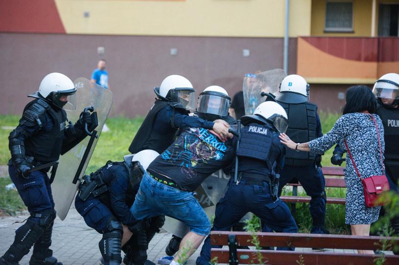 Na ulicach Lubina doszło do kilkugodzinnych zamieszek i starć z policją /Krzysztof Zatycki /Agencja FORUM