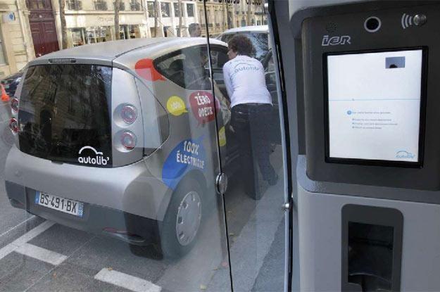 Na ulicach Paryża pojawiły się samoobsługowe wypożyczalnie samochodów o napędzie elektrycznym /AFP