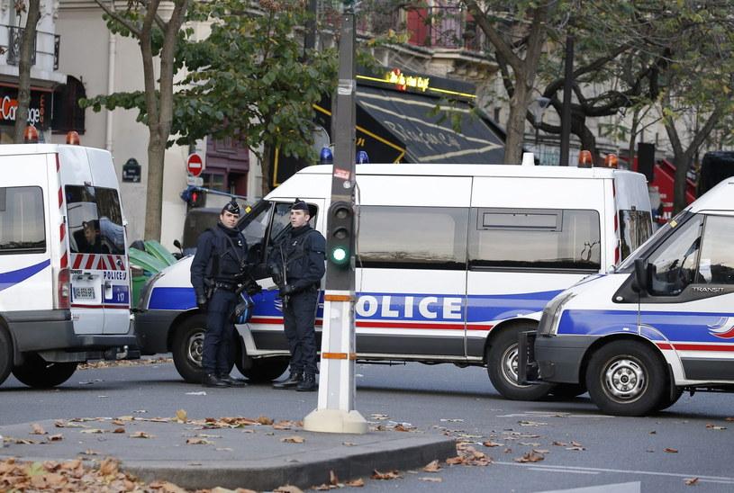Na ulicach Paryża widać tysiące policjantów i wojsko /JULIEN WARNAND /PAP/EPA