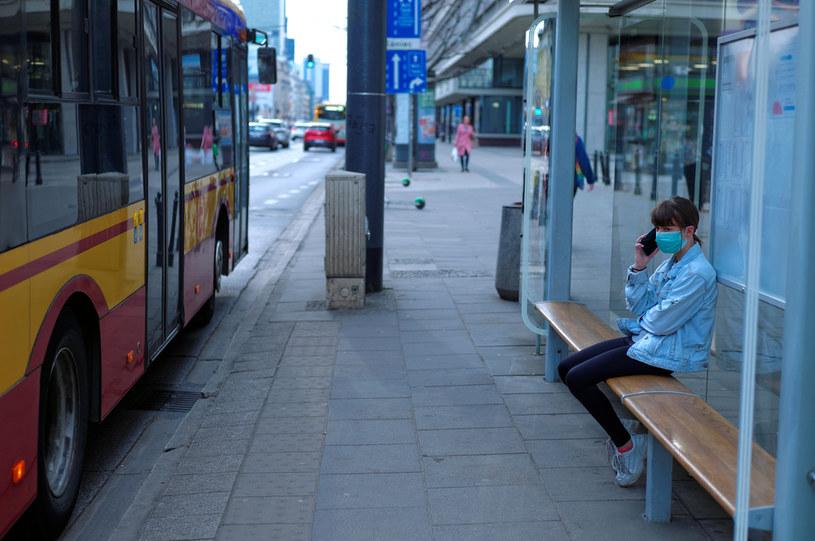 Na ulicach Warszawy podczas pandemii koronawirusa, zdjęcie archiwalne sprzed wprowadzenia nowych restrykcji /Adam Chełstowski /Agencja FORUM