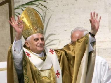 Na uroczystej inauguracji pontyfikatu z ust Benedykta XVI nie padło żadne słowo po polsku /AFP