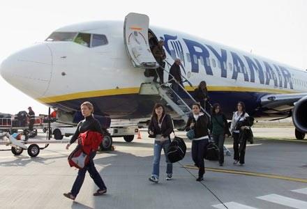 Na używanie komórek na pokładzie samolotu pozwalają już linie Ryanair, TAP i BMI /AFP