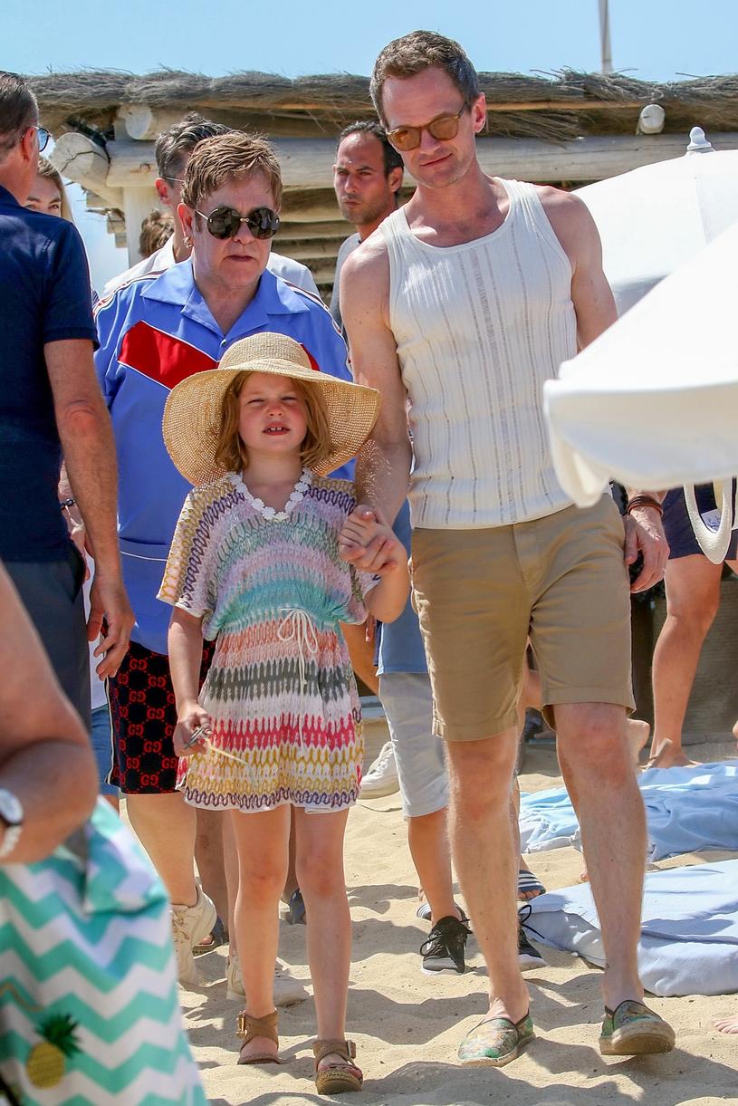 Na wakacjach spotkali Eltona Johna z rodziną /East News