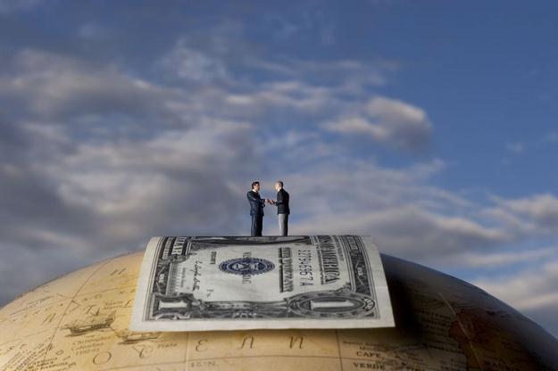 Na Wall Street jest zbyt dużo bankowców i są oni zbyt wysoko opłacani w świetle kryzysu /©123RF/PICSEL