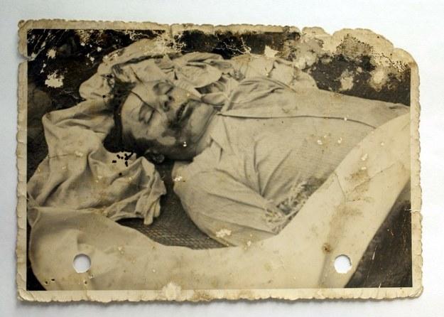 """""""Na Wołyniu oprócz banderowców mordowali także 'siekiernicy'. Tak nazywaliśmy sąsiadów, który w ciągu dnia potrafili przyjść do Polaków i zjeść z nimi wspólny obiad, a w nocy mordować"""" (zdjęcie z archiwów IPN) /IPN /East News"""