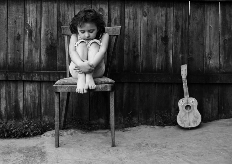 Na wschodzie Europy, a także i w Polsce, wiele dzieci dorasta bez rodziców. /123RF/PICSEL