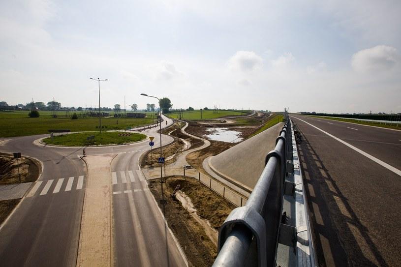 Na wschodzie powstaje powoli coraz więcej dróg /Marek Jabłoński /East News