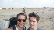 """""""Na Wspólnej"""": Bruno i Norbert w szalonej podróży autostopem"""