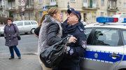 """""""Na Wspólnej"""": Monika atakuje policjanta!"""