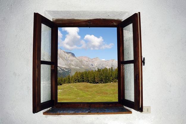 Na wybicie okna w ścianie trzeba mieć pozwolenie na budowę /©123RF/PICSEL