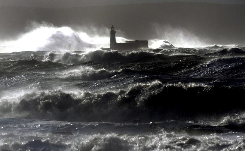 Na Wyspach Brytyjskich już teraz mocno wieje /PAP/EPA