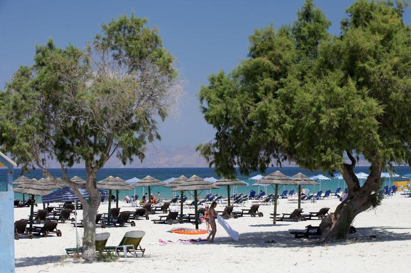 Na wyspie Kos nie brakuje uroczych, czystych plaż, idealnych dla leniwych turystów /123RF/PICSEL