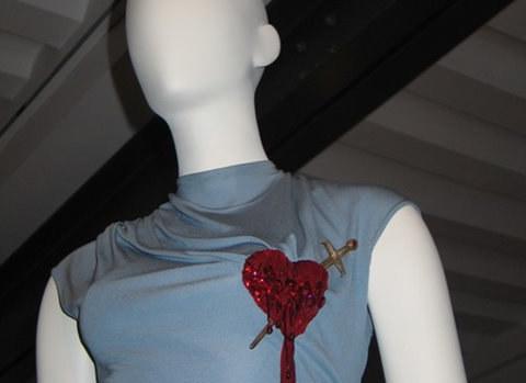 Na wystawie są suknie wykorzystujące np. symbolikę serca Jezusa  /Katarzyna Szymańska-Borginion /RMF FM