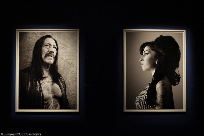 """Na wystawie znalazły się m.in. portrety Danny'ego """"Maczety"""" Trejo i Amy Winehouse wykonane przez Bryana Adamsa /fot. Justyna Rojek /East News"""